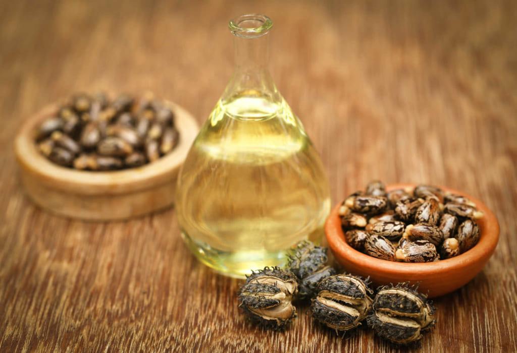 Cách trị rạn da lâu năm bằng dầu thầu dầu