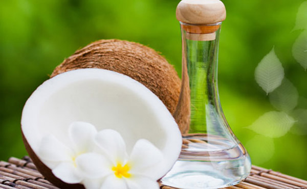 Cách trị rạn da sau sinh sử dụng dầu dừa
