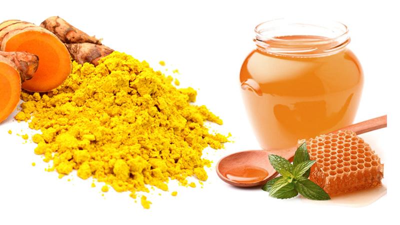 Hỗn hợp nghệ với mật ong là phương pháp trị rạn nứt da đơn giản nhất