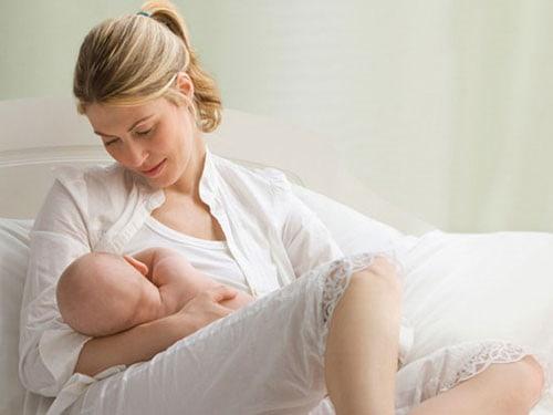 Giải đáp: Sau sinh 1 tháng dùng kem dưỡng da được không ?