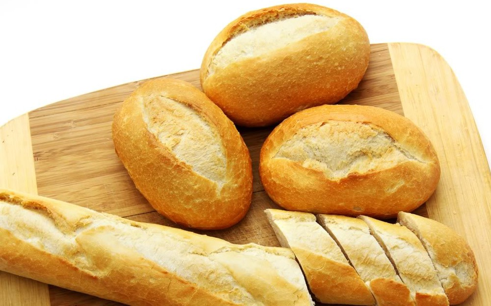 Sau sinh có được ăn bánh mì không ?