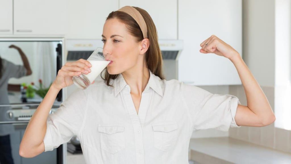 Sau sinh có được uống sữa tươi không?