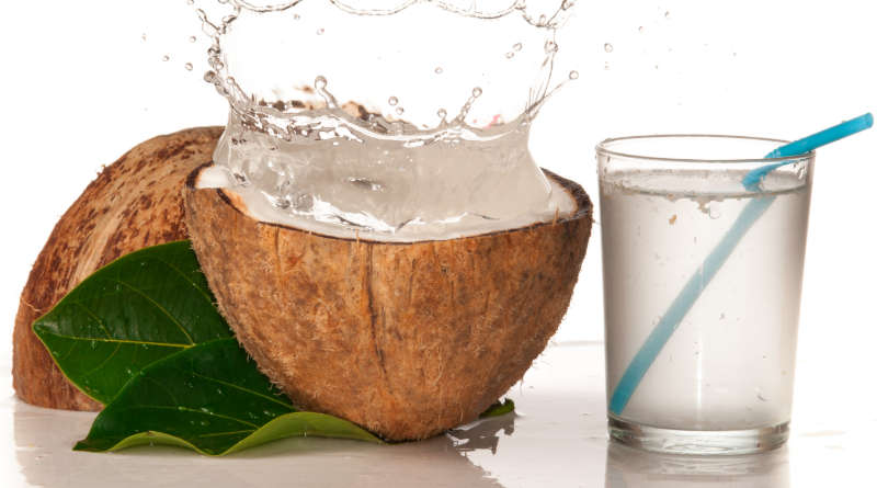 Sau sinh có được uống nước dừa ?