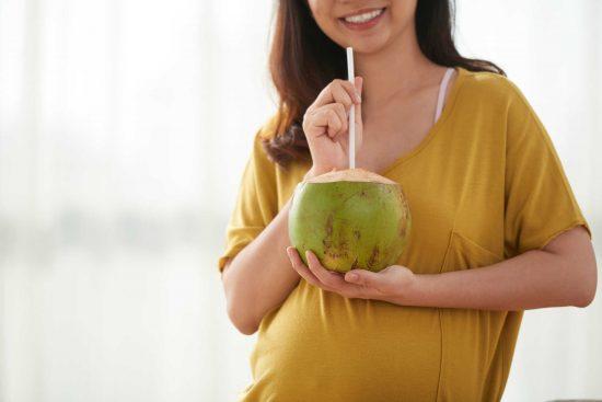 Nước dừa giúp duy trì huyết áp và cân nặng