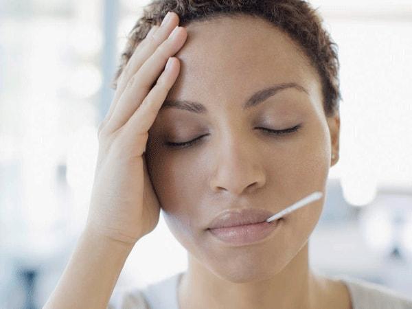 Người mẹ cần nghỉ ngơi hợp lý để hồi phục sức khỏe