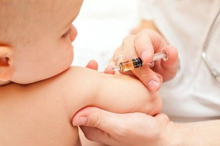Trẻ tiêm mũi 5 trong 1 bị sốt mấy ngày - Mẹ phải làm sao? 1