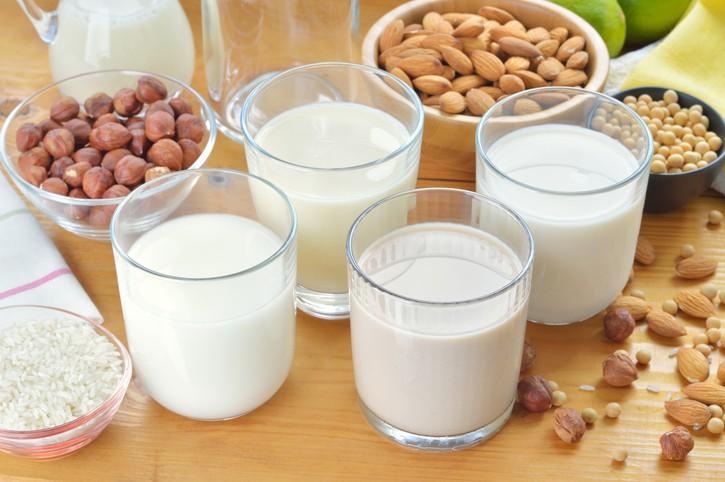 Mẹ sau sinh uống sữa đậu nành được không ?