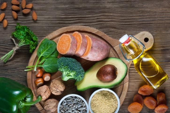 Mẹ nên xây dựng chế độ ăn uống khoa học để cải thiện sau sinh kinh nguyệt không đều