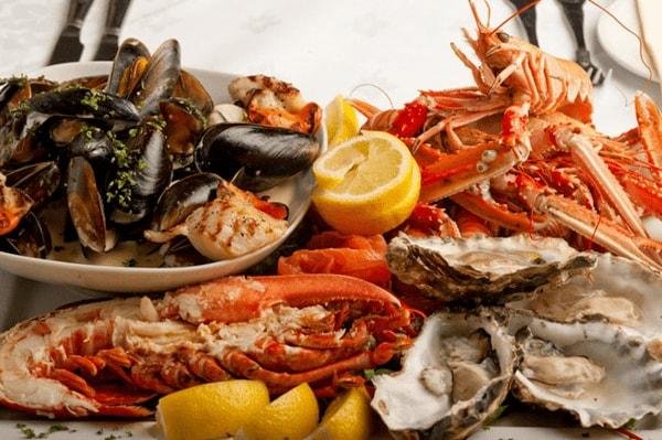 Phụ nữ sau sinh có nên ăn hải sản ? Hải sản có rất nhiều lợi ích với mẹ sau sinh