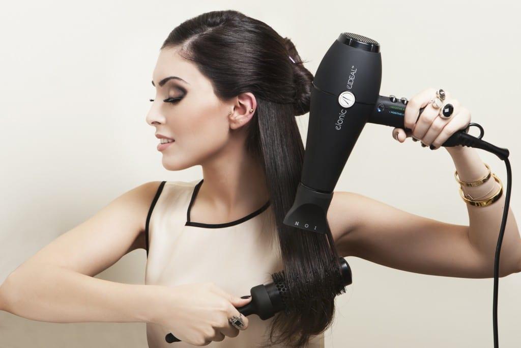 Sau khi sinh có nên đi làm tóc không? Sau sinh đi làm tóc dễ gây rụng tóc, đau đầu