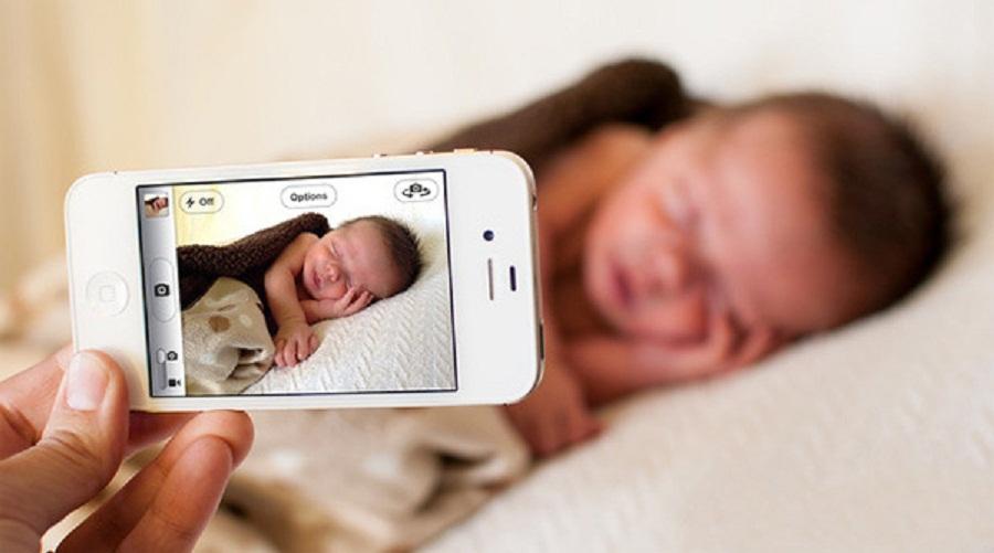 Sau sinh xem điện thoại nhiều có sao không? Tư vấn từ chuyên gia 2019 1