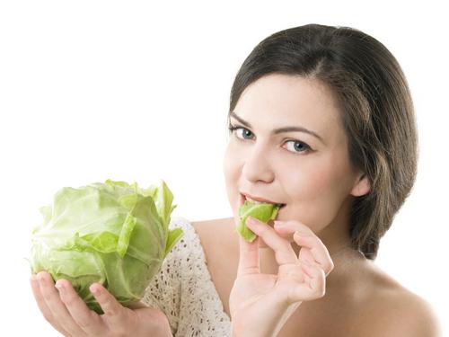 Sau sinh ăn được bắp cải không