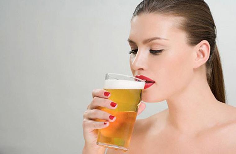 Bà bầu uống bia có tốt không ? Nguy cơ gây dị tật bẩm sinh từ bia rượu