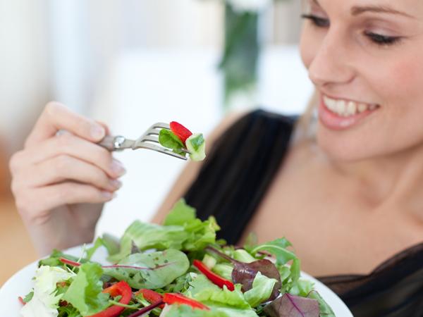 Sau sinh mổ bao lâu thì ăn uống bình thường ?