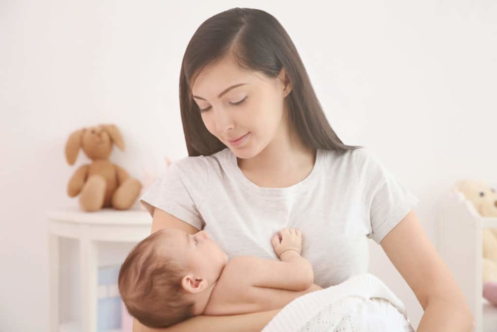 Sau sinh khoảng từ 3 đến 4 ngày các mẹ đã có thể ăn được trái cây