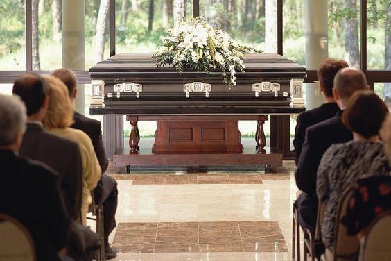 Vợ có bầu chồng có nên đi đám ma không?