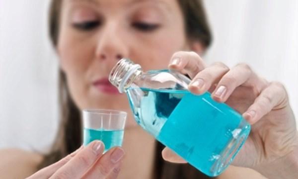 Bà bầu dùng nước súc miệng Listerine được không?
