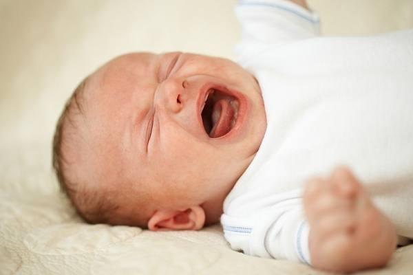 Viêm tắc tuyến lệ là một trong những bệnh về mắt ở trẻ sơ sinh phổ biến