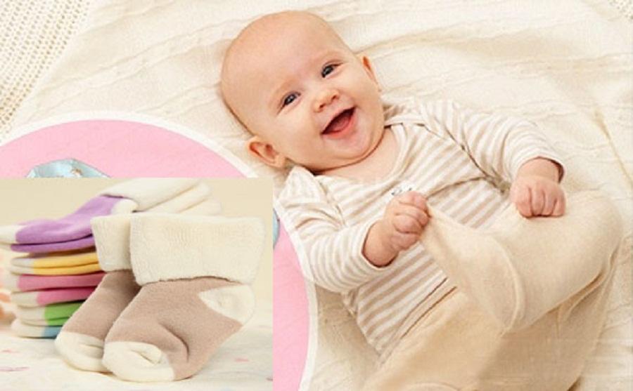 Trẻ sơ sinh hay nhìn lên trần nhà là bệnh gì? Nguyên nhân do đâu? 1