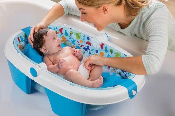 Lưu ý khi vệ sinh vùng kín cho bé gái sơ sinh