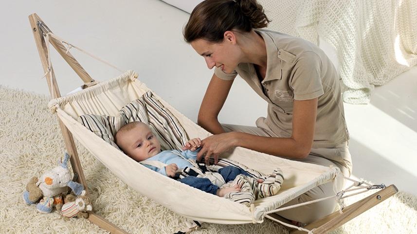 Trẻ sơ sinh nằm võng nhiều có tốt không?Nằm võng gây hạn chế sự phát triển thần kinh vận động