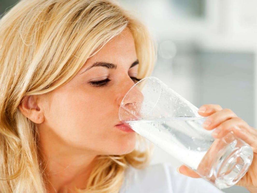 Giải đáp: Bà bầu uống nước Revive được không?