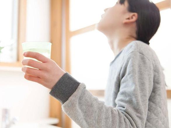 Nước súc miệng Valentine có dùng được cho bà bầu? Mẹ bầu tốt nhất không nên dùng nước súc miệng để bảo vệ thai nhi
